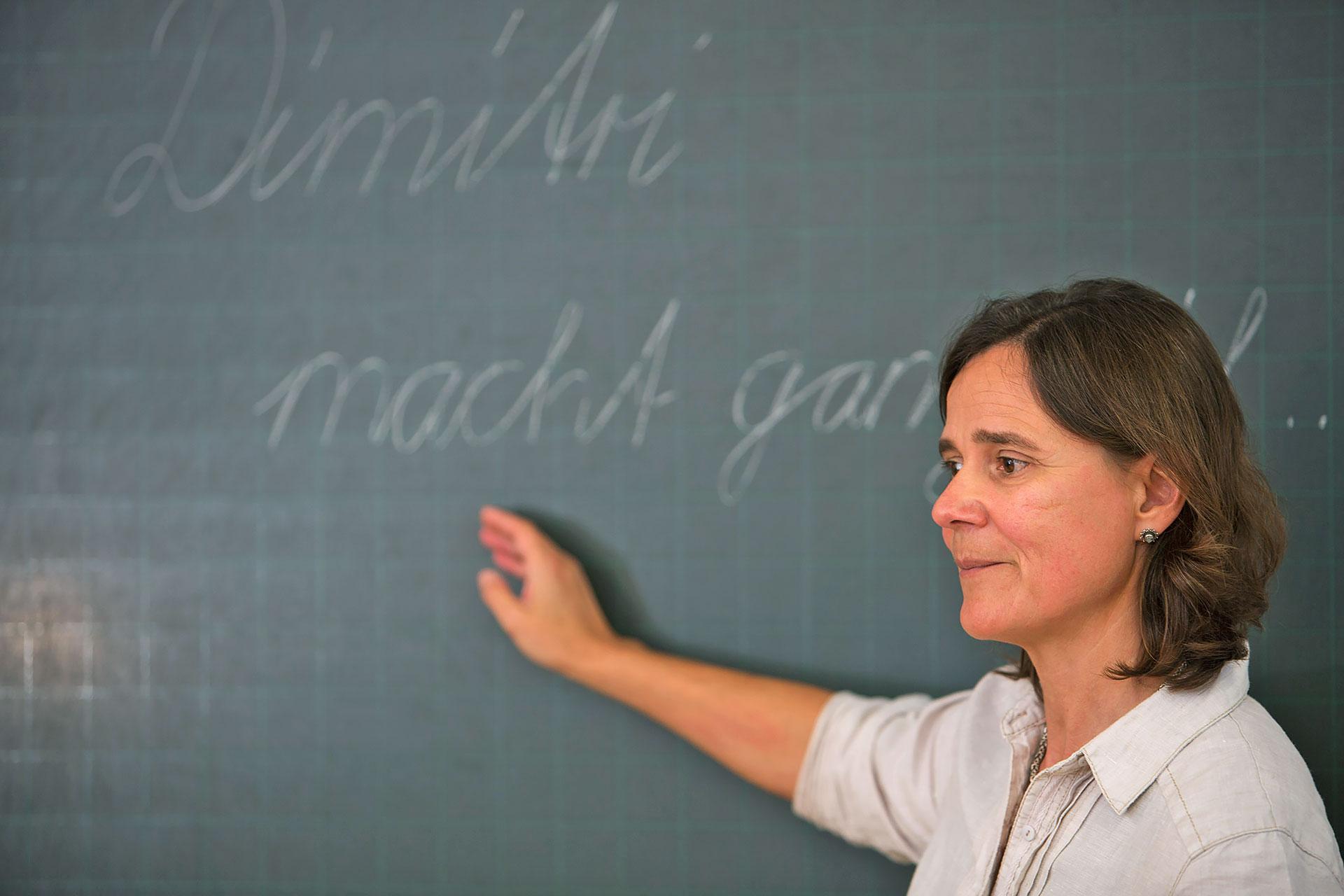 Lehrerin an der Wandtafel