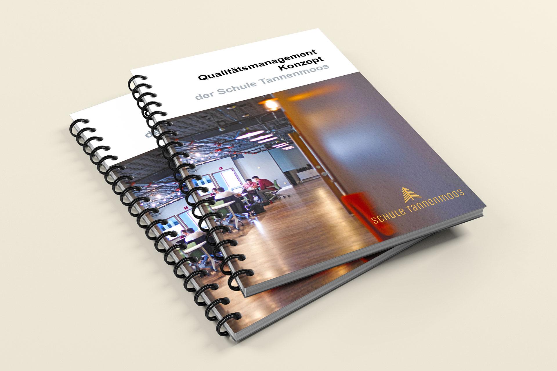 zwei Broschüren des Qualitätsmanagment Konzept der Schule Tannenmoos (Beispiel)