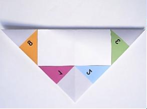 Schnippschnapp falten - Schritt 1: Quadrat diagonal zusammenfalten
