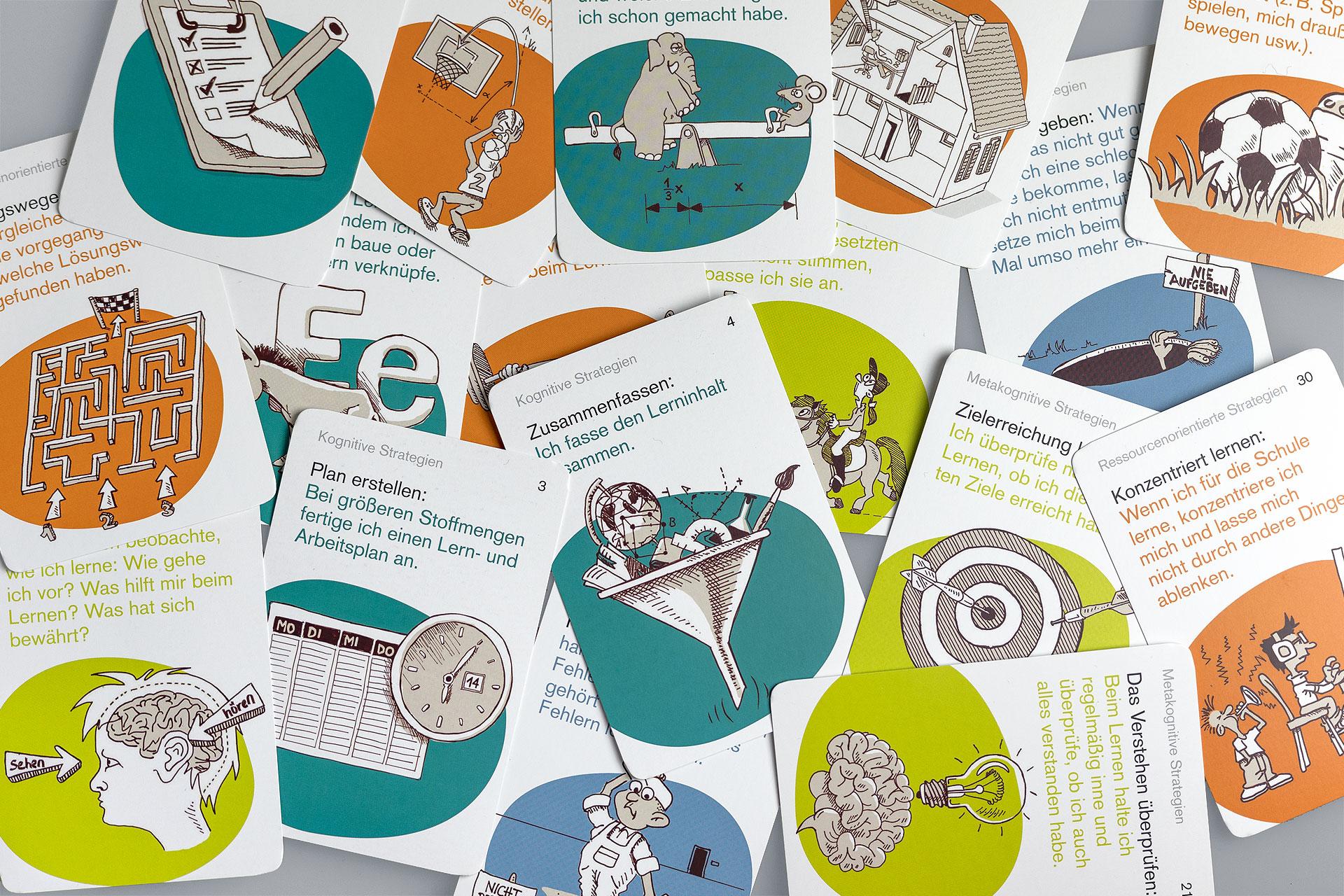 Karten aus dem Kartenset Lernstrategien verteilt auf dem Tisch