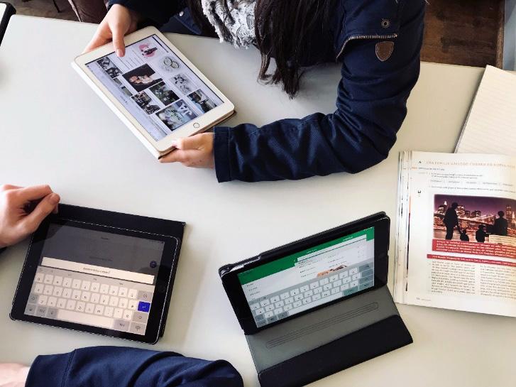 Schüler/innen erstellen ein Kahoot mit dem Tablet